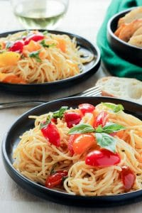Pasta with fresh tomato sauce and basil