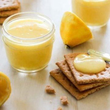 Graham crackers topped with lemon curd.