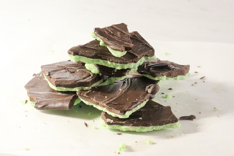 Mint Chocolate Bark – Yes, you CAN use chocolate chips – but here's how!