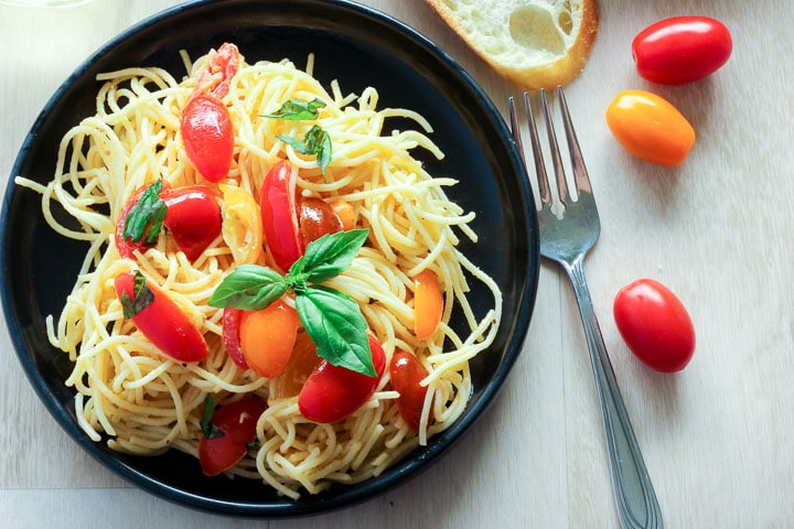 Pasta with fresh tomato sauce on plate